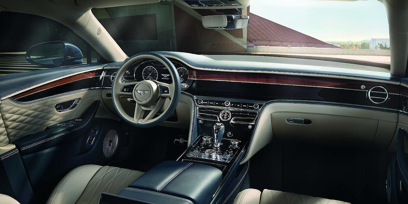NEW-FLYING-SPUR-FRONT-INTERIOR-NEW-STEERING-WHEEL